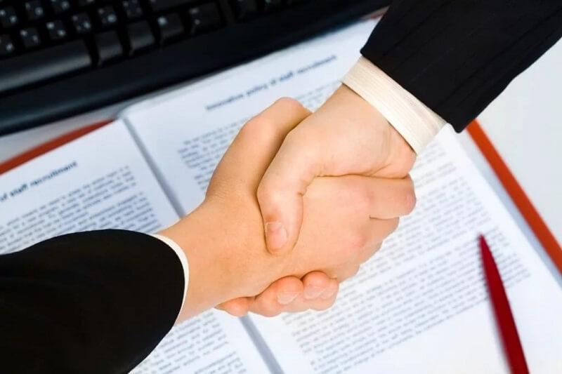 So sánh biên chế với hợp đồng