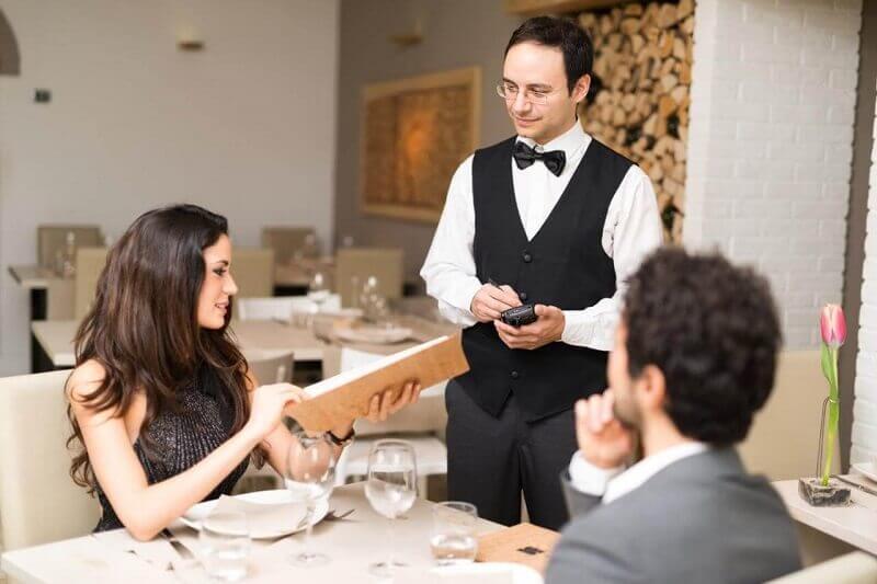 tuyển dụng việc làm phục vụ
