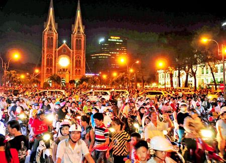 FireworksBook.com - Ghé thăm Sài Gòn trong mùa Giáng Sinh