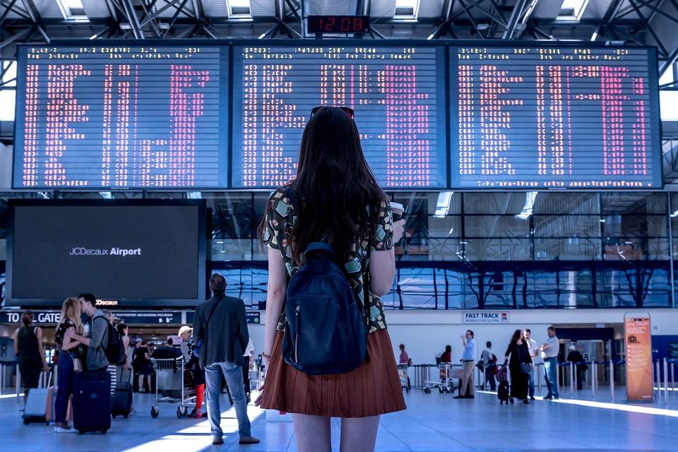 DocxBlog.com - Mua vé tàu bay trực tuyến quý khách cần quan tâm các điểm gì?