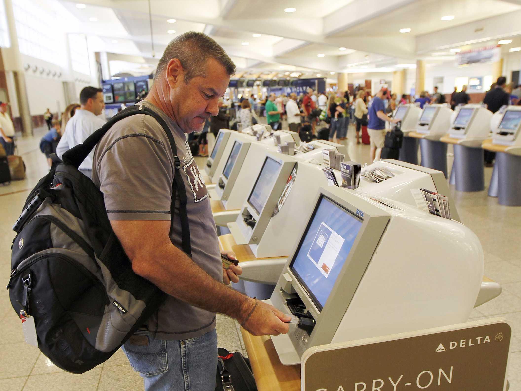 KhamphaNews.com - Thời điểm thích hợp để mua vé tầu bay giá tốt