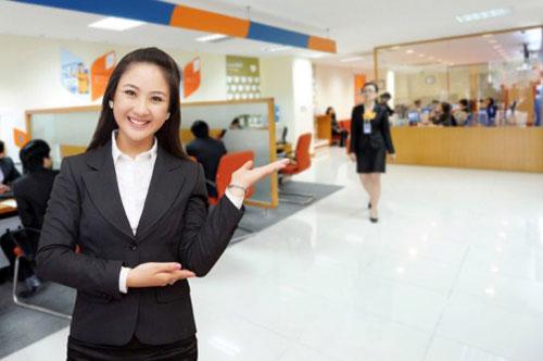 Lương giao dịch viên ngân hàng cao là do yếu tố nào?